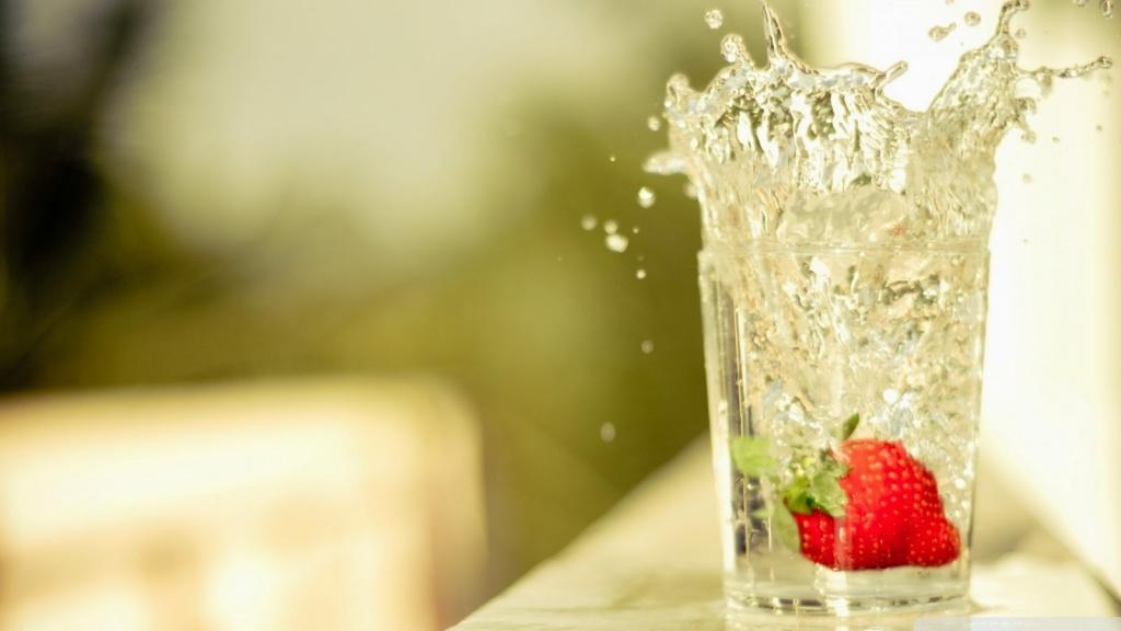 glass-of-water-splash_00451049.jpg