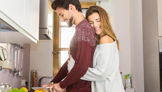 Здоровые отношения между мужчиной и женщиной на кухне
